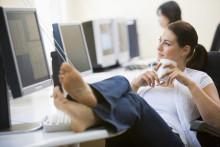職場で男性の「恋愛対象外」になっている女性の特徴