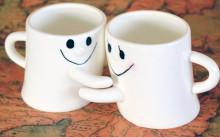 小さなおててでギュッ♡カレとのコーヒータイムに使いたいハグするマグカップ