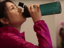 体うるおい続ける。1日の水分摂取量がわかるボトル
