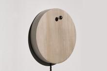 """ふわりと浮いた""""銀の球""""が時間をお知らせ♪ミニマルデザインの時計がスタイリッシュ"""