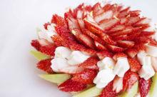 タルトが見えない…!カフェコムサの「ひな祭りケーキ」がフルーツたっぷりでおいしそう♡