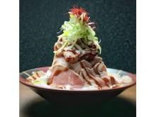 浜松町でのランチに!高さ25cmの豚肉タワー丼登場