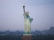 偶然すごい。自由の女神のライトが消えた。#国際女性デー