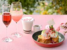 桜ピンク。みなとみらいのお花見は、春香るフレンチトーストを