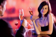 男性が食事中に女子を観察するポイント
