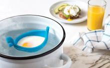 お鍋の中でゴンドラがユラユラ…手軽にポーチドエッグが作れるグッズが優秀!