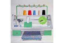 オリジナルのニットウェアが作れちゃう♪プリンターのように出力できるデジタル編み機がスゴイ