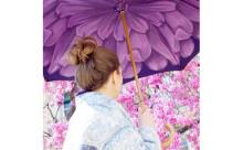 雨の日も笑顔で過ごそう♪大輪の花に包まれるフラワー・アンブレラが素敵