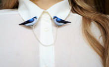 シンプルなシャツに合わせたい!小鳥モチーフの襟ブローチがかわいい♡