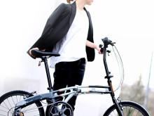 朝9時の井の頭通り。都会に染まる自転車で駆け抜けたい