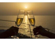 オクマの夕陽を満喫!二人の夏を彩るシャンパンクルーズ