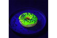 神秘的!暗闇で光るドーナツ「グローナツ」がネクストブレイクの予感!?