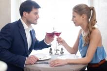 気になる男性をとても自然に食事に誘い出す方法