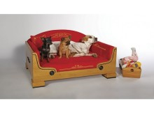 セレブ愛犬家待望の最高級ベッド&バッグが日本初上陸!