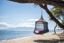 アウトドアでゆったりくつろげる♩木に吊るすハンモックみたいなテント「ハンギングポッド」