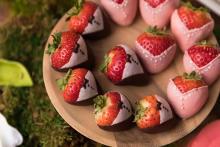テーマは苺のウェディングパーティー♡遠征してでも行きたいコンラッド大阪のデザートブッフェが開催!