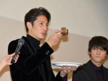 """玉木宏、総重量4.5キロの巨大""""肉ケーキ""""に興奮「スゴイなー!」"""