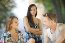 彼の女友達にモヤモヤ…どうすればいい?