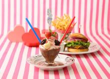 セレンディピティスリーのフローズンホワイトチョコレートが苺味に♡カレと食べたいセットメニューで登場!