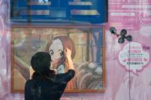 『からかい上手の高木さん』ショーケースの中でライブ&ドローイング!?前代未聞のイベントレポ到着!!