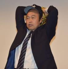 佐野慈紀氏、ピッカリ投法卒業?「今年から髪の毛を伸ばしています」