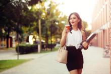 前向きだとモテる!?愛される女性に「ポジティブ女子」が多い3つの理由