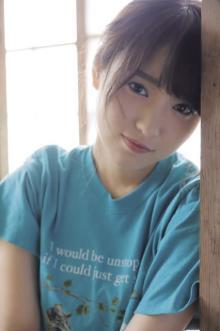 欅坂46・菅井友香、最新撮り下ろし&写真集の未掲載カット公開 キャプテンの思いも告白