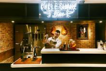 """大人味のかき氷はいかが?J.S. BURGERS CAFE 新宿店のBARに""""かき氷の女王""""監修のカクテルが登場!"""