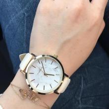 "DAISOで見つけた高見えアイテム♡ 500円の""大理石調腕時計""がこれからの季節との相性ぴったり!"