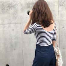 GAPで見つけた名品トップス。女性らしい体のラインが綺麗に見える細ストライプTシャツはGETした?