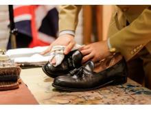プロのワザを伝授!「靴磨きワークショップ」開催