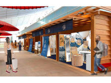 日本製皮革×葛飾北斎のイベントが羽田空港で開催