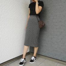 体型カバーもできるGUの万能アイテム「ナローミディスカート」で秋らしくアップデート♡