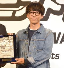 高橋一生、ベストジーニスト賞に私服で登場 中島裕翔「超かっこいい」