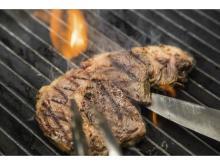 極上ステーキが1000円!ガストロパブが1周年記念フェアを開催