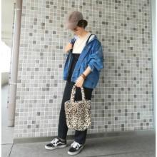 こんなにかわいいのに108円!?ダイソーの「レオパ柄ファーバッグ」が買って良かったと大好評なんです♡