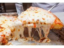 """""""ピザの日""""限定企画!厚さ3センチのピザ1Pが500円に"""
