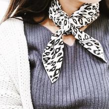 おしゃれ女子はスカーフをうまく使いこなす。最強タッグ「ニット×スカーフ」でつくるコーデ6選をご紹介♡