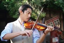 AKIRAがバイオリン・ピアノ・指揮に初挑戦 映画『この道』メイキング映像解禁