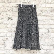 冬の無難コーデを脱出するには?DHOLICの大人っぽ柄スカートが大活躍しそうな予感♡
