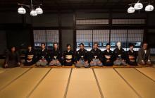 NEWS加藤シゲアキ主演『犬神家の一族』集合写真が公開