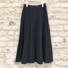 ニットだけど体のラインが出ないから履きやすいDHOLICのニットプリーツスカート見つけました♡