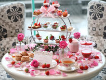 気分はプリンセス!イチゴとバラが彩るアフタヌーンティー