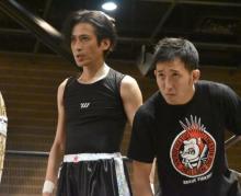 プロレス白星デビューを飾った大沢樹生  ろっ骨2本折っての強行出場