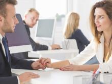 ただの同僚から恋人に…職場で使える恋の必勝法って?