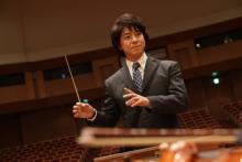 """上川隆也、""""糸村スタイル""""でオーケストラの指揮者に「存外の気持ちよさ!」"""