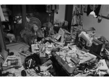 """ひきこもり生活を送る人々が撮影した""""部屋""""を収めた写真集"""
