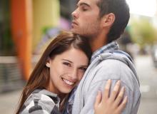 愛されるコツとは?彼氏が途切れない女性の特徴5つ