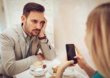 油断は禁物!初デートで本命候補に幻滅する行動とは?