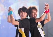 横浜流星&中尾暢樹、親友コンビが背中あわせに笑顔 『チア男子!!』の場面写真全5枚公開